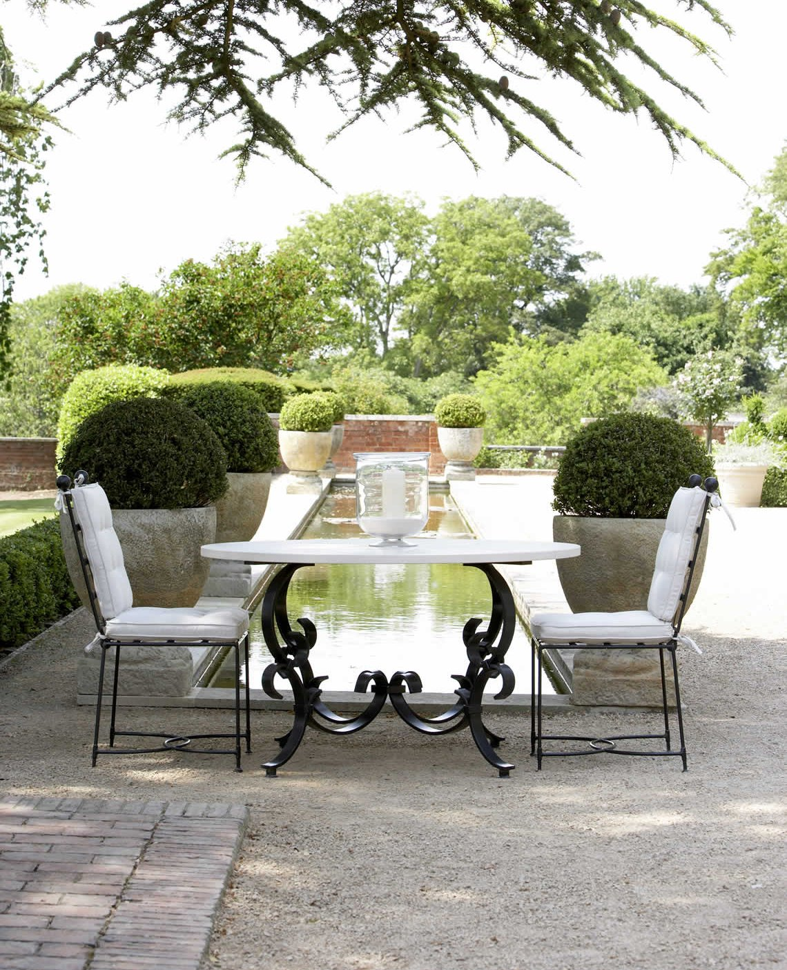 Norsebury Table and Chairs