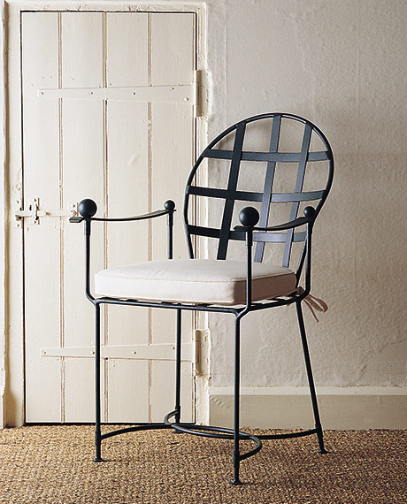 Spoonback chair with arms